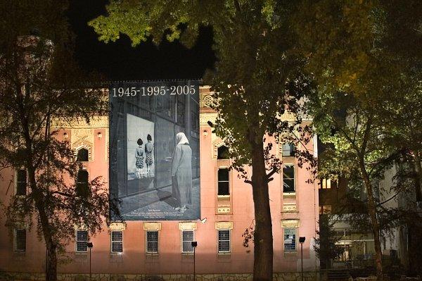 """Instalacija """"1945-1995-2005″ – Sarajevo, jevrejska sinagoga"""